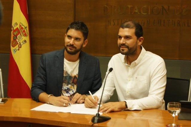 Firma del convenio entre Diputación de Cáceres y Federación de Folclore