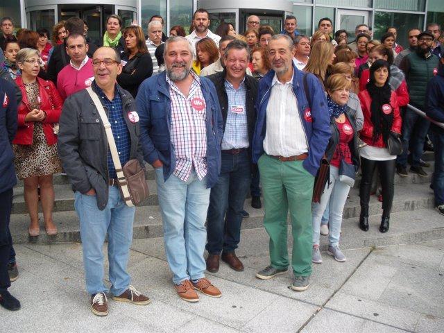Cuatro sindicalistas de Ourense arropados por compañeros en los juzgados