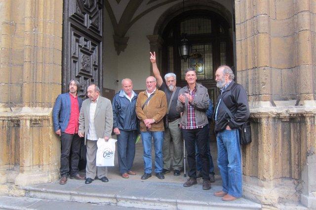 8 De 'Los 9 De Jovellanos' A La Entrada Del Tribunal