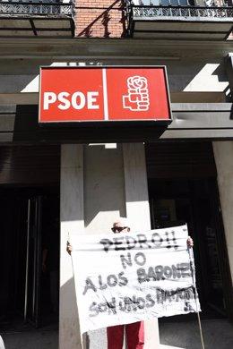 Simpatizantes de Pedro Sánchez en Ferraz