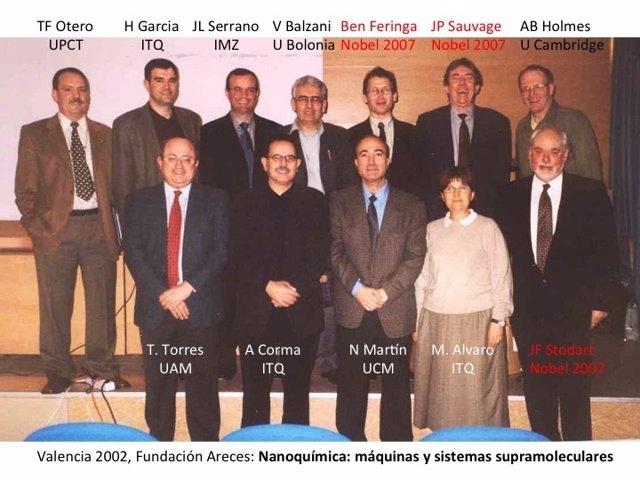 El catedrático Toribio Fernández, primero por la izquierda, con los 3 Nobel
