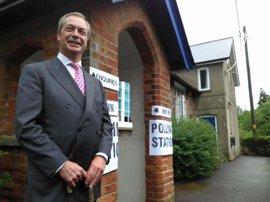 """Farage condena el """"altercado"""" de Estrasburgo y ordena una investigación"""