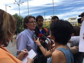 Higueras explica que refugiados no están en Madrid porque no tienen visado, condicionado a las operaciones quirúrgicas
