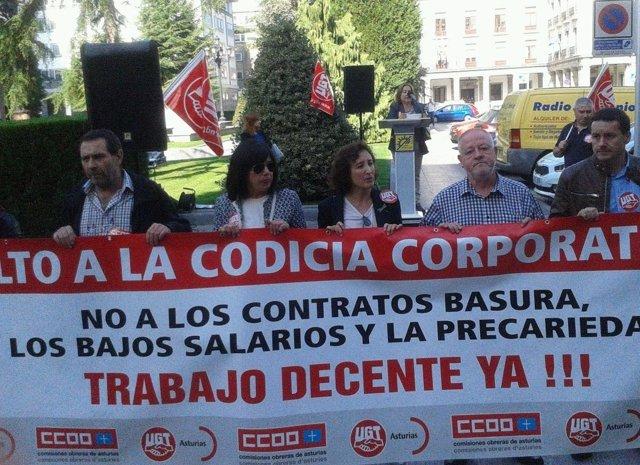 Concentración sindcial en la Jornada Mundial por el Trabajo Decente.