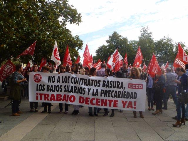 Concentración Jornada Mundial Por El Trabajo Decente Cantabria