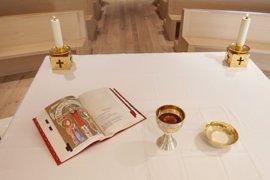 Un miembro de la RAE revisa los textos del nuevo Misal que utilizará la Iglesia española a partir de 2017