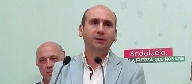 Conejo interviene, con el respaldo de Ruiz y los alcaldes socialistas