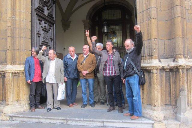 Los 9 de Jovellanos antes de entrar a la cuarta jornada del juicio.