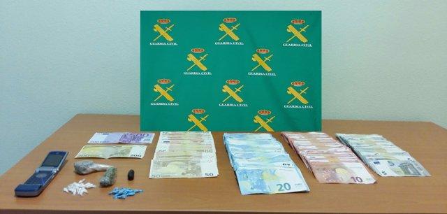 Objetos intervenidos por la Guardia Civil a tres personas de A Guarda