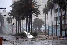 Obama insta a extremar las precauciones ante la llegada de 'Matthew'