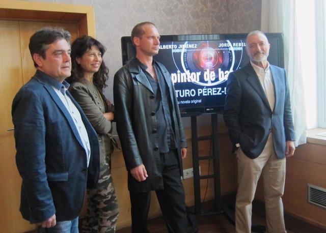 Arturo Pérez Reverte (drcha) con Antonio ñÁlamo, Ana Redondo y Chema Viteri