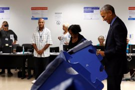 Obama vota de forma anticipada en Chicago para las elecciones presidenciales