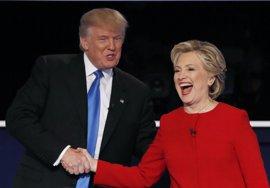 Clinton confirma su ventaja sobre Trump a un mes de las elecciones