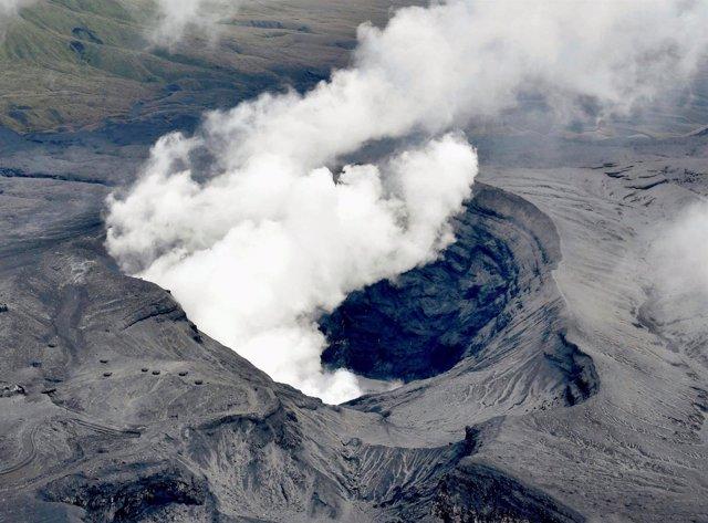 Monte Aso en erupción en Japón