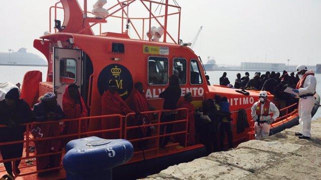 Llegada de una patera en el puerto de Málaga 8/10/2016