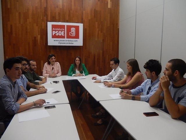 Reunión de Esther Ruiz con jóvenes en Córdoba