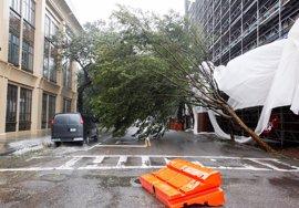 El huracán 'Matthew' toca tierra en Carolina del Sur y causa fuertes vientos e inundaciones