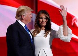 """Melania Trump critica las palabras """"inaceptables y ofensivas"""" de su marido"""