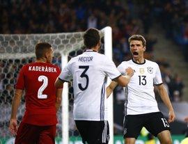 Alemania vence a la República Checa y Azerbaiyán aguanta el tirón