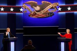 Trump y Clinton se enfrentan en un segundo debate más público y centrado en las armas