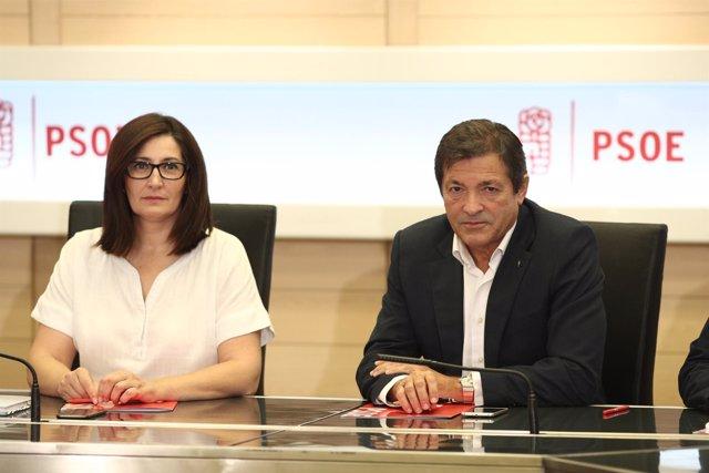 Ascensión Godoy y Javier Fernández en la reunión de la gestora del PSOE