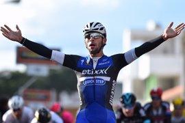 Fernando Gaviria sorprende y se lleva la París-Tours