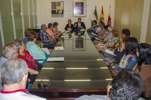 Reunión por presupuestos participativos de Almería