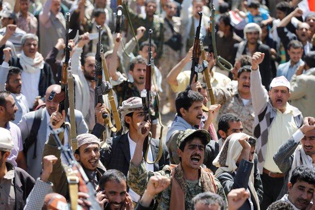 Manifestación contra los bombardeos de la coalición saudí en Saná