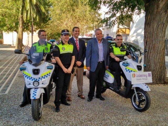 Agenex entrega dos motos a Villafranca de los Barros
