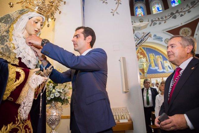 El alcalde de Almería impone el escudo de oro a la Virgen de la Estrella