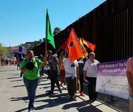 Manifestación a ambos lados de la frontera México-EEUU contra los muros