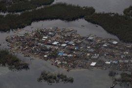 Ascienden a mil los muertos por el paso del huracán 'Matthew' por Haití