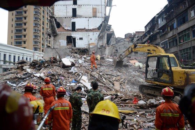 Derrumbe de cuatro viviendas en la localidad de Wenzhou, China.