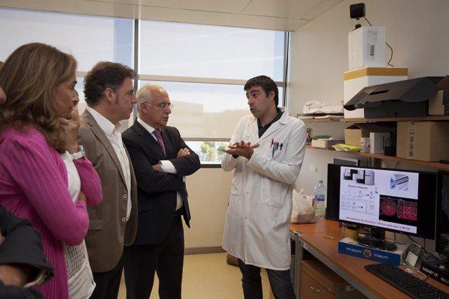 Ceniceros visita investigación melanoma