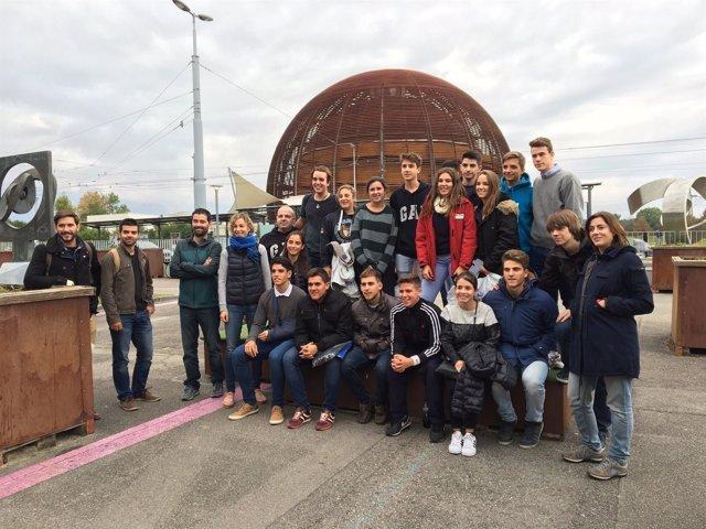 Los alumnos ganadores de Desafío STEM durante su visita al CERN