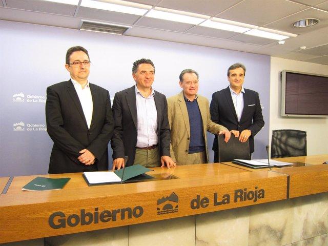 Convenio Gobierno con arquitectos y aparejadores