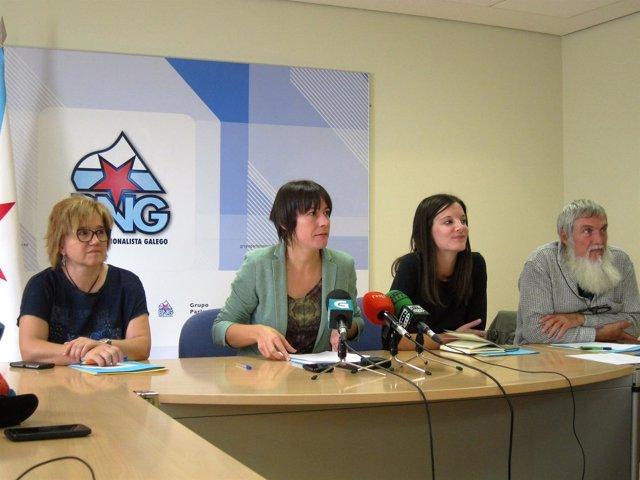 Ana Pontón, acompañda de Montse Prado, Olalla Rodil y 'Mini'