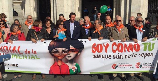 El alcalde de Valladolid, con miembros de Feafes ante el Ayuntamiento