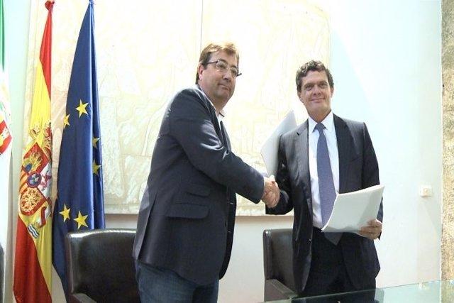 Junta y Sareb firman un convenio