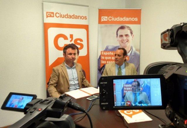 Guillermo Díaz y Juan Cassá rueda de prensa Málaga naranja Ciudadanos