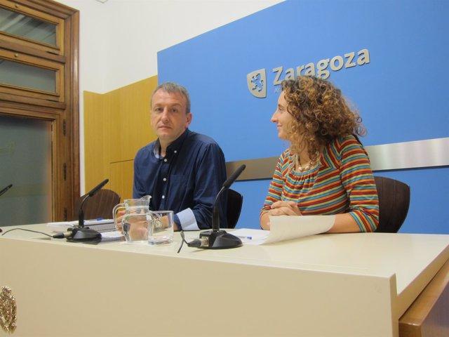 El consejero municipal, Fernando Rivarés y la concejal, Arantza Gracia