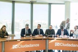 """Rivera dice a Puigdemont que """"Cataluña no necesita un Brexit"""", sino reformas y buena gestión"""