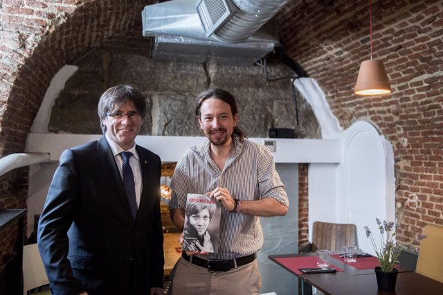 El presidente de la Generalitat, Carles Puigdemont, con Pablo Iglesias