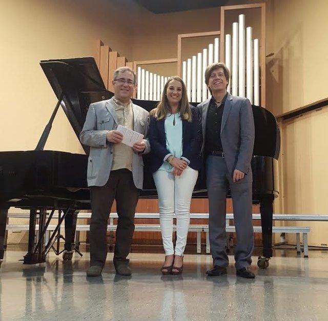 Ruiz (centro) durante la inauguración del curso