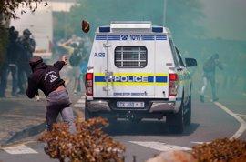 Enfrentamientos entre estudiantes y Policía en una universidad de Sudáfrica