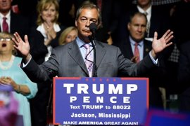 """Farage felicita al """"macho alfa"""" de Trump"""