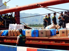 """La Guardia Civil asesta un """"golpe muy duro"""" a la ruta que usaba buques en el Mediterráneo para financiar el yihadismo"""