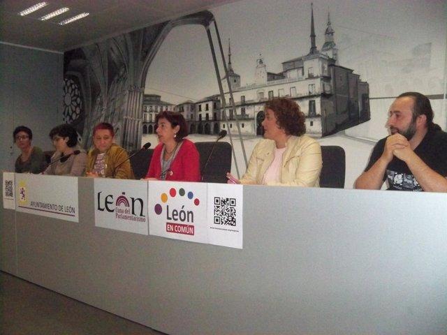 Representación de asociaciones de mujeres con león en común.