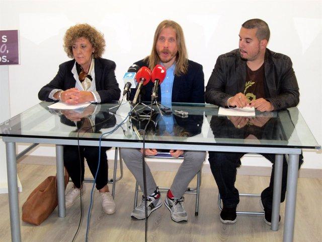 Pablo Fernández (centro), en rueda de prensa en Salamanca.
