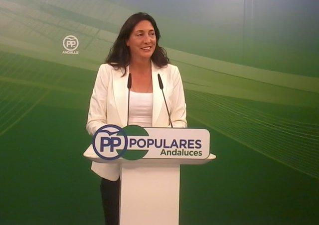 La secretaria general del PP andaluz, Dolores López, en rueda de prensa
